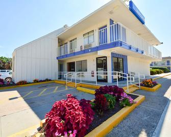 Motel 6 Hartford - Windsor Locks - Windsor Locks - Building