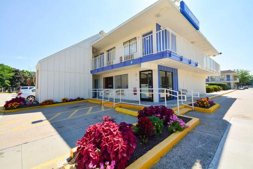 Motel 6 Hartford Windsor Locks - Windsor Locks - Building