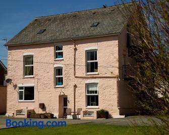 Maenllwyd Guest House - Machynlleth - Building