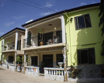 Dokua Royal Hotel - Kwabenyan - Building
