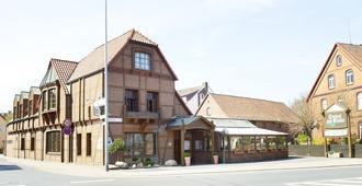 Hotel Restaurant zur Linde - Pattensen - Building