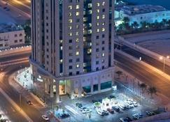 Retaj Al Rayyan Hotel - Doha - Outdoors view