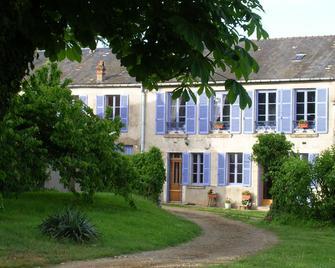 Chambre D'hôtes Girolles Les Forges (B&b) - Avallon - Building