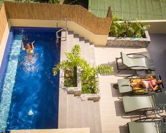 Papa Freds Beach Resort - Puerto Galera - Piscina