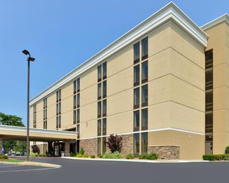 Holiday Inn Express Worcester - Worcester - Building