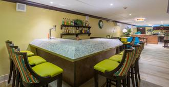 Holiday Inn Sunspree Resort Montego Bay - Montego Bay - Bar