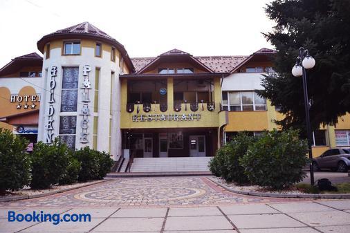 Golden Palace - Kalyny - Building