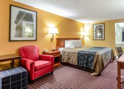 Rodeway Inn - Miamisburg - Bedroom