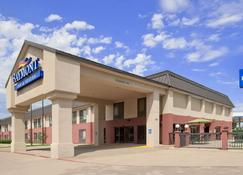 Baymont by Wyndham Lewisville - Lewisville - Building