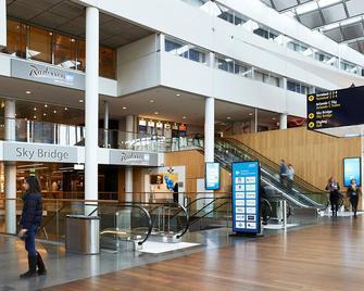 Radisson Blu Airport Terminal Hotel Stockholm - Arlanda - Gebäude