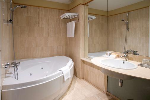 NH Ciudad de Valladolid - Valladolid - Bathroom