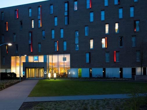 Ibis Budget Brugge Centrum Station - Bruges - Building