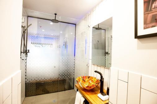 Tryp By Wyndham Fortitude Valley Hotel Brisbane - Brisbane - Bathroom
