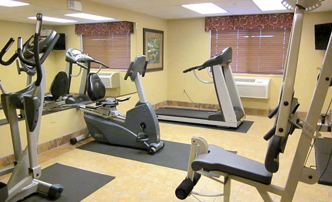 AmericInn by Wyndham Appleton - Appleton - Gym