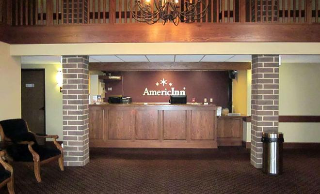 AmericInn by Wyndham Appleton - Appleton - Front desk