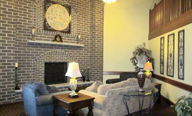 AmericInn by Wyndham Appleton - Appleton - Living room