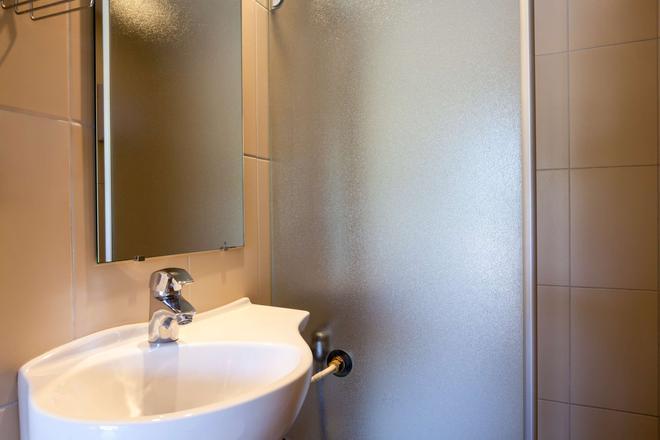 The Originals Access, Hôtel Bordeaux Aéroport (P'tit Dej-Hotel) - Mérignac - Bathroom
