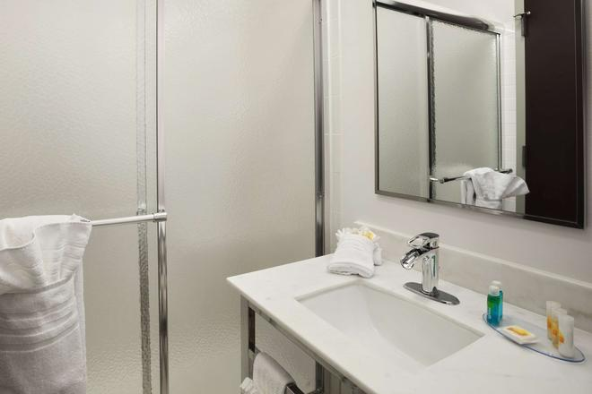Days Inn by Wyndham Philadelphia Convention Center - Philadelphia - Phòng tắm