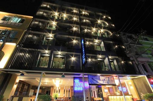 The Crystal Beach Hotel - Patong - Building