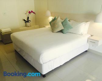The Milkwood Beach Apartments - Amanzimtoti - Bedroom