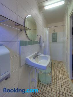 Kookaburra Ski Lodge - Jindabyne - Bathroom