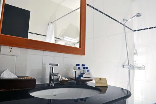 Best Western Phuket Ocean Resort - Karon - Bathroom
