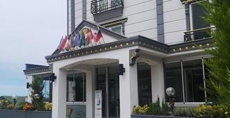 Fengo Hotel - แทรปซอน