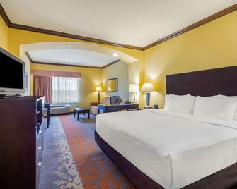 La Quinta Inn & Suites by Wyndham Eastland - Eastland - Schlafzimmer