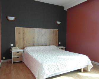 Hotel Restaurant Le Périgord - Maurs - Bedroom
