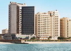 Wyndham Garden Ajman Corniche - Ajman - Gebäude