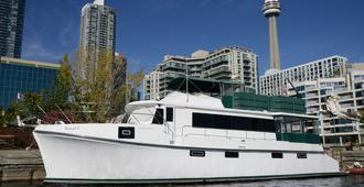 Making Waves Boatel - Toronto