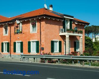 Guest House Arancia145 - Ceriale - Building
