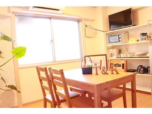T&k Hostel Kobe Sannomiya East - Kobe - Dining room
