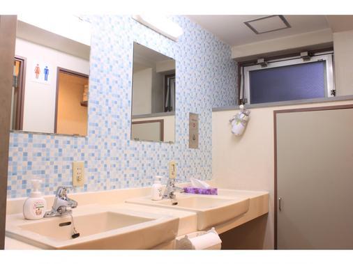 T&k Hostel Kobe Sannomiya East - Kobe - Bathroom