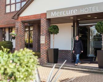Mercure Dartford Brands Hatch Hotel & Spa - Дартфорд - Building