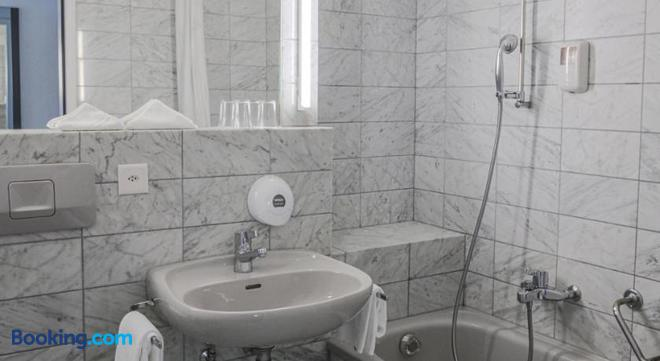 Hotel Restaurant Seegarten - Arbon - Bathroom