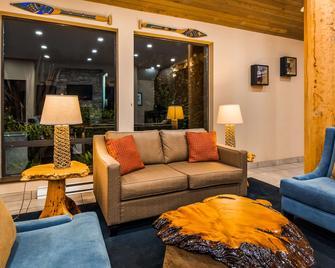 Best Western Plus Tin Wis Resort - Tofino - Obývací pokoj
