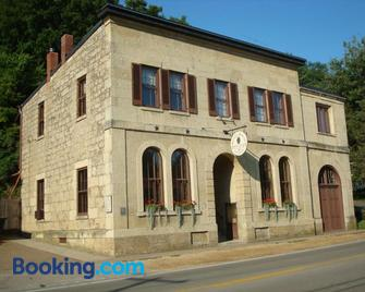 Abe's Spring Street Guest House - Galena - Building