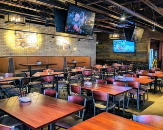 Ramada Plaza by Wyndham Chicago North Shore - Wheeling - Restaurant