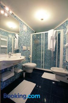 Hotel Garni La Roccia - Andalo - Bathroom