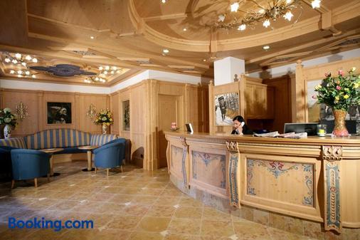 Hotel Garni La Roccia - Andalo - Front desk