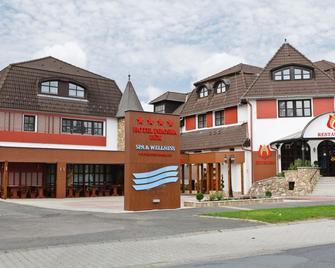 Hotel Piroska - Bük - Building
