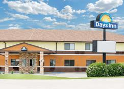 Days Inn by Wyndham York - York - Building