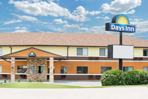 Days Inn by Wyndham York - York - Building