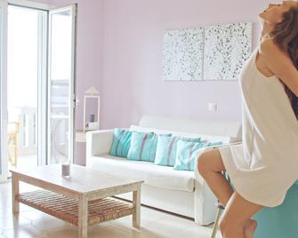 Waterlily Hotel Apartments - Kalathas - Вітальня