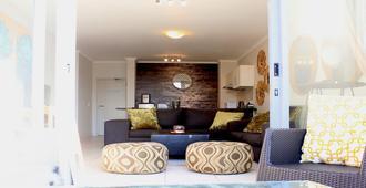 Sunlit Apartment Muizenberg Beachfront - Cape Town - Living room