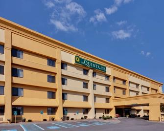 La Quinta Inn & Suites by Wyndham Plattsburgh - Платтсбург - Building
