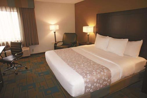 La Quinta Inn & Suites by Wyndham Plattsburgh - Plattsburgh - Bedroom
