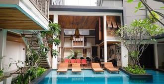 Nanda Heritage Hotel - Bangkok - Piscina