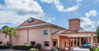 Days Inn by Wyndham Columbia - Columbia